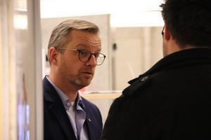 Mikael Damberg är sedan 2001 ordförande för Fadimes minnesfond, som startades för att stödja kampen mot hedersrelaterat förtryck.