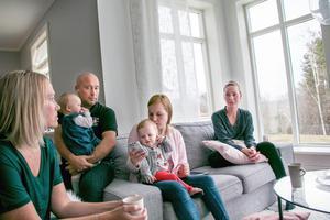 Sara Anselmius, Andreas Anselmius med Elin, Emelie Stensson med Nellie och Emelie Sundin.