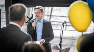 Mittuniversitetets rektor Anders Fällström har enligt universitetet blivit utsatt för ett dödshot från en av lärosätets egna professorer. Det här skriver Miun i en anmälan till Statens ansvarsnämnd, men professor i fråga tillbakavisar alla uppgifter och menar att det handlar om en häxjakt.