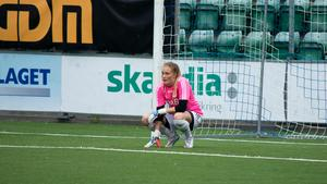 Före detta Gustafs-målvakten Alexandra Sjölander är i Korsnäs i år. Men en knäskada oroar inför premiären. Foto: Alexander Nilsson