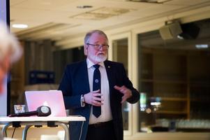 GIF Sundsvall och dess ordförande Johan Nikula har en del att lära av Timrå IK.