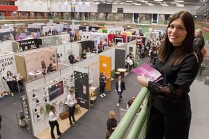 Louise Samuelsson på UF Skaraborg, konstaterar att årets mässa har rekordmånga utställare.