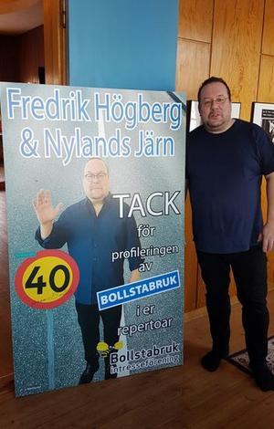 Fredrik Högberg hälsade sig själv välkommen hem till Tingshuset.
