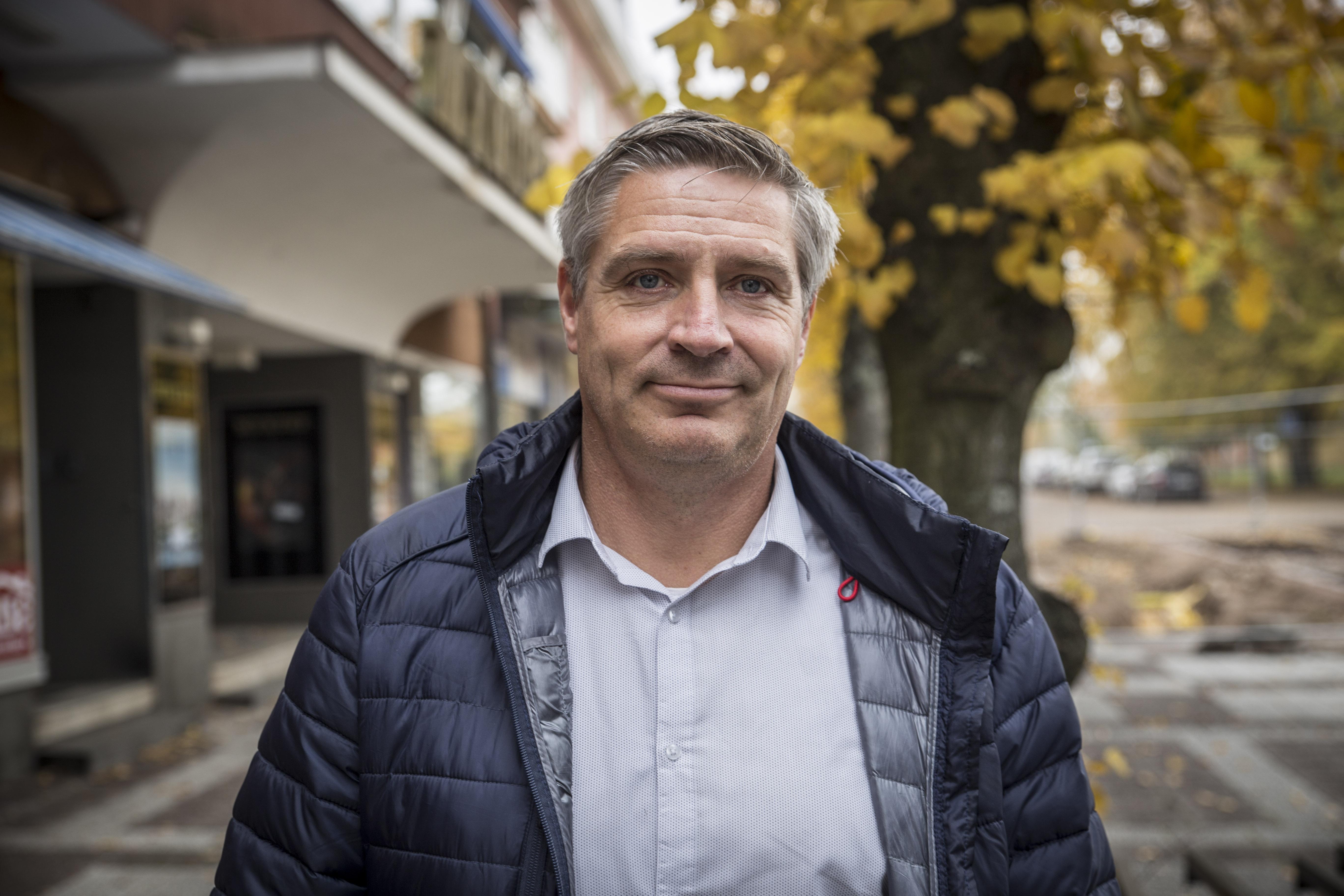 Lars Isacsson säger att det ekonomiska läget i kommunen är osäkert.