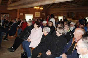 Åhörarna lyssnade intresserat till skrönor och historier. Läsarbild: Ulf Engström.