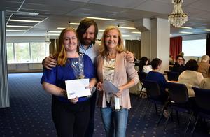 Jannice Eklöf (t.v.) utsågs i april 2018 till mottagare av Banrncancerfonden Norras hjältepris. Bild: Barncancerfonden