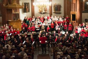 Världens Jul är en konsert där många bidrar. I år var det Tonicakören, Madrigalkören, Sundsvalls Blåsorkester samt vördkören Samklang. Bild: Nathalie Engman