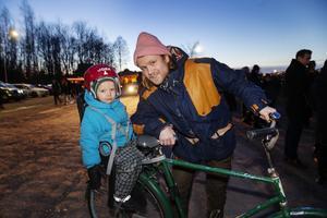 Leon Palm Short med pappa Matts tog cykeln ut till Gasklockorna.