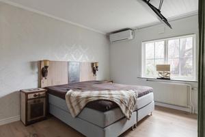 De 70 kvadratmeterna bostadsyta har tre rum och kök, varav två sovrum.Foto: Svensk fastighetsförmedling.