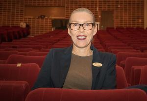 Rektorn Ann-Katrin Hegart är glad över beslutet att rusta upp Roslagsskolans aula och framhäver att det är en lokal som inte bara elever och personal på skolan har användning för, utan hela kommunen.