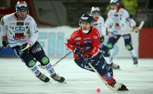 Daniel Burvall Jonsson är en av Edsbyns offensiva nyckelspelare i mötet med Bollnäs.