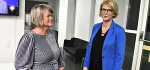 Ulla Andersson (V) och Elisabeth Svantesson (M) på samma sida mot regeringen.