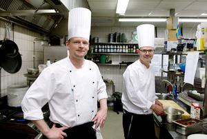 Kökschefen Fredrik Georgson och kocken Olof Sjögren på Quality hotel ska laga mat på fotbolls-EM i Frankrike.