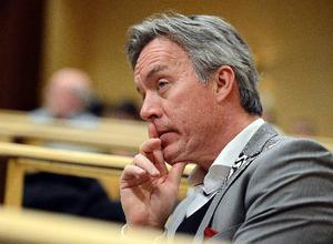 Kommundirektör Stefan Söderlund förklarar att det ekonomiska läget inom socialnämnden är ytterst allvarligt