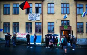 Tidigt i lördags morse ockuperades Hotell Aston i centrala Östersund och genast satte ockupanterna upp skynken där det stod:
