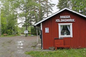 Tre kolonistugor i Högsta utanför Arboga har drabbats av inbrott, liksom flera andra fritidshus i regionen.