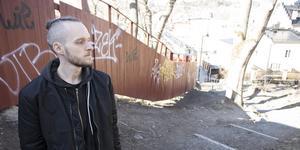 """Jimmy Skoog växte delvis upp i Hallstavik men bor numera i Färsna med sin familj. I dagarna är han aktuell med sin nya singel """"Stonecold""""."""