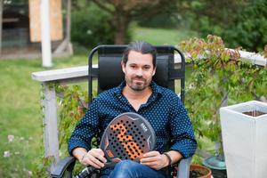 Luis Miguel Perez Alonso bor ute på landet i Nykvarn med sin familj.
