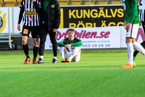 Vad gick fel? Anton Liljenbäck tittar ut över planen med tom blick sedan hans Jönköpings Södra förlorat med 0-2 mot nykomlingen Landskrona.