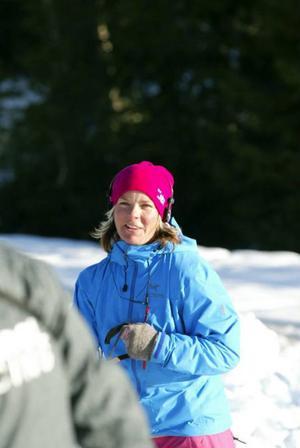 Nike Bents skidor är på utflykt  i Mellaneuropa. Så istället för skidåkning tog hon en promenad  i backen tillsammans med sin mammas hundar.