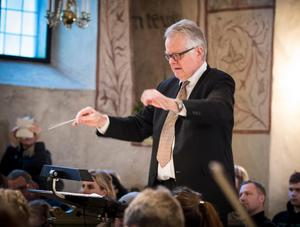 Benny Bentlöv från Västerås dirigerade Västmanlands Ungdomssymfoniker. Foto: Lennye Osbeck