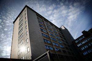 Landstingsdebatten handlar mycket om Sollefteå sjukhus, som har ett upptagningsområde på 36 000 invånare, att jämföra med Sundsvalls sjukhus som har cirka 150 000 invånare.