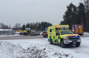 En trafikolycka inträffade i Mora på tisdagsförmiddagen. Tre personbilar var inblandade i olyckan och två personer är förda till sjukhus.