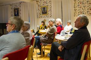 Ett 15-tal åhörare hade kommit till Klockaregården i Färila för att lyssna till föredraget.