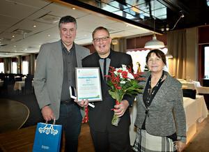 Thomas Näsholm, BKU-nämndens ordförare och Ninni Mellander, kulturenhetschef delade ut årets hedersstipendium 2017 till Jörgen Sundeqvist  (i mitten).