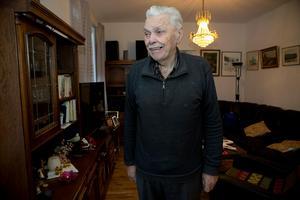Nisse Westerholm firar 85-årsdagen i sin seniorlägenhet tillsammans med närmaste familjen.