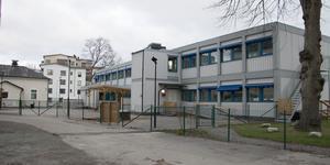 Vega förskola måste lämna nuvarande paviljong senast 30 juni 2021. Vi vill att förskolan flyttas till nuvarande gymnastikbyggnad på Brännästomten, skriver Yvonne Svensson och Johan Österberg.