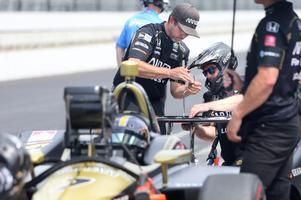 Teamet plockade in bilen för ett par längre justeringar i början av tidsträningen, men hittade inte den känsla Marcus Ericsson ville ha.