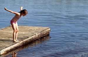 Sommarbad i Backetjärn.