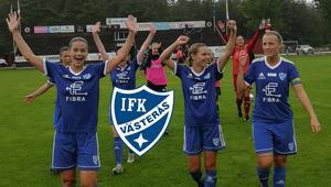 IFK Västerås firar helgens 4-2-seger borta mot Dalhem. Lagets femte raka seger. Med tre omgångar kvar jagar man nu en direktplats till division 1. FOTO: Lilian Grankull