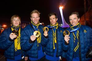 Lars Nelson, Daniel Rickardsson, Marcus Hellner och Johan Olsson med sina guldmedaljer 2014. Bild: Daniel Stiller/Bildbyrån.