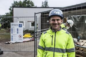 Mikkel Rasmussen har rest från Odense i Danmark för att hjälpa till med renoveringen av Rikets sal i Falun.