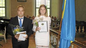 Johannes Bergstrand Nord och Linnea Berglind blev 2018 års stipendiemottagare. Priset delades ut i samband med skolavslutningen i Revsunds kyrka.Foto: Bo Edin.