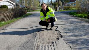 Stamvägen i Johannedal är också i stort behov av att rustas upp. Men några stora insatser mer än ny asfalt görs inte i bostadsområdena i sommar.