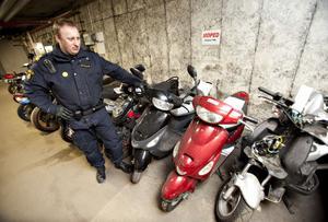 – I första hand handlar det om att förebygga risken för olyckor, säger Fredrik Hillberg om varför polisen beslagtar trimmade mopeder.