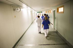 Gunny och Birgitta är oerhört tacksamma för personalens bemötande på Sundsvalls sjukhus. Bild: Ludwig Arnlund
