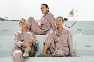 Ingela Olsson, Anita Ekström och Rebecka Hemse spelar huvudrollerna. Foto: Jenny Baumgartner.