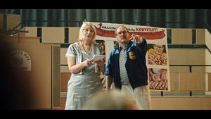 Lotta Tejle som Barbro och Morgan Alling som Janne. Foto: David Hellman.