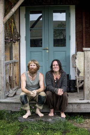 När Sofia Björnsdotter och Peter Andersson träffades ville de rädda världen. Sedan valde de att gräva där de står.