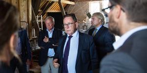 Under många år hade familjen Fimmerstad och Gustavianska stiftelsen ett gott samarbete. Jan Fimmerstad, till vänster, tycker att problemen borde ha kunnat lösas smidigare. På bilden syns också advokaterna Nils Larsson och Michael Lindblom.