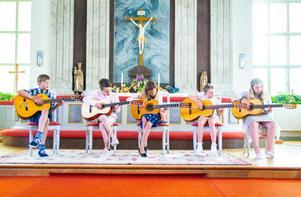 Gitarrgruppen spelade två låtar ihop.