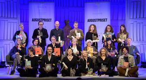 På bilden syns alla författare som har nominerats till Augustpriset 2019.