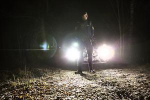 Polisen har under natten bevakat platsen där kroppen hittats.