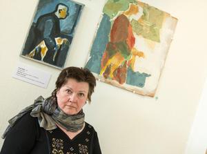 Konstnären Elsie Berg deltar i samlingsutställningen på Ahlbergshallen till och med torsdag och till helgen välkomnar hon besökare i sin ateljé på Härke konstcentrum.– Två gånger har jag haft tecknarateljé och bjudit in människor att vara aktiva själva, men i år gör jag tvärtom. Människor ska bara få vara medan jag målar eller gör något annat, säger hon.