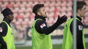 Fabio de Sousa Silva i träning tillsammans med Isaac Boye och Viktor Tranberg.