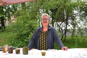 Marita Jeansson var på plats i Zettersténska gården och bjöd på delikatesser från naturen, så som maskrossaft, inlagda granskott och ramslökskräm.